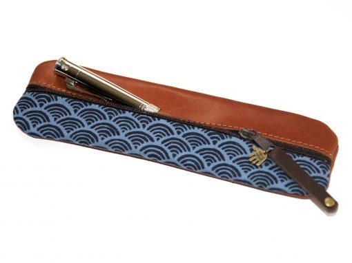 Federmäppchen Leder Wellen zwei Blautöne Seigaiha