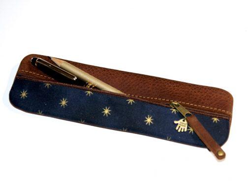 Federmäppchen, gewachstes Leder blau Sterne gold 1