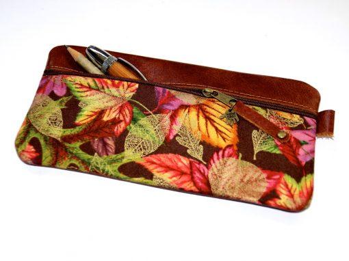 Federmäppchen, Leder rotbraun, groß Stoff Herbstblätter gold