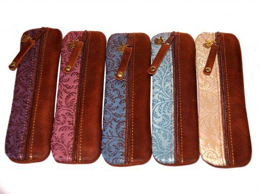 Federmäppchen Leder siena Stoff Ranken verschiedene Farben