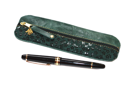 grünen Leder kombiniert mit einem besonderem Leder aus Japan mit Kirschblütenaufdruck: